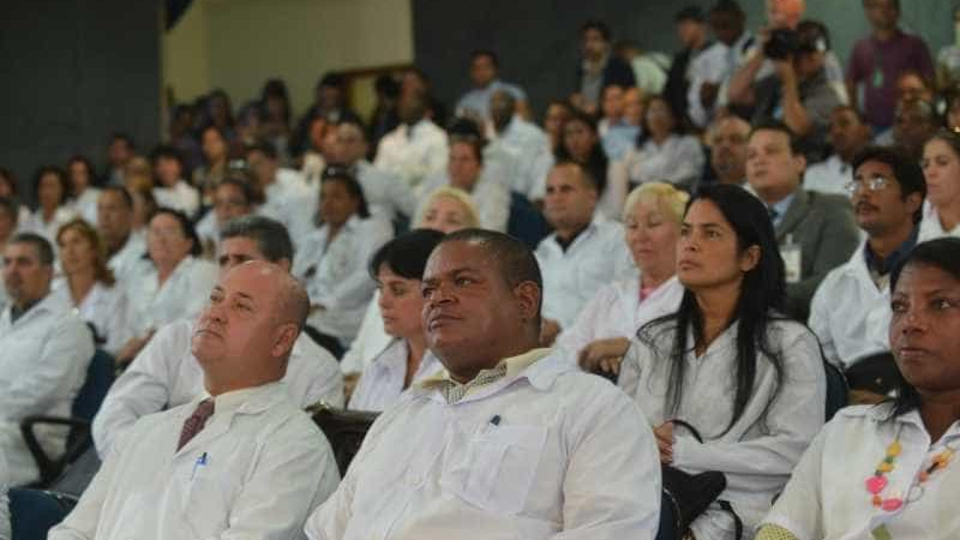Relator vai propor aproveitar cubanos no Médicos pelo Brasil