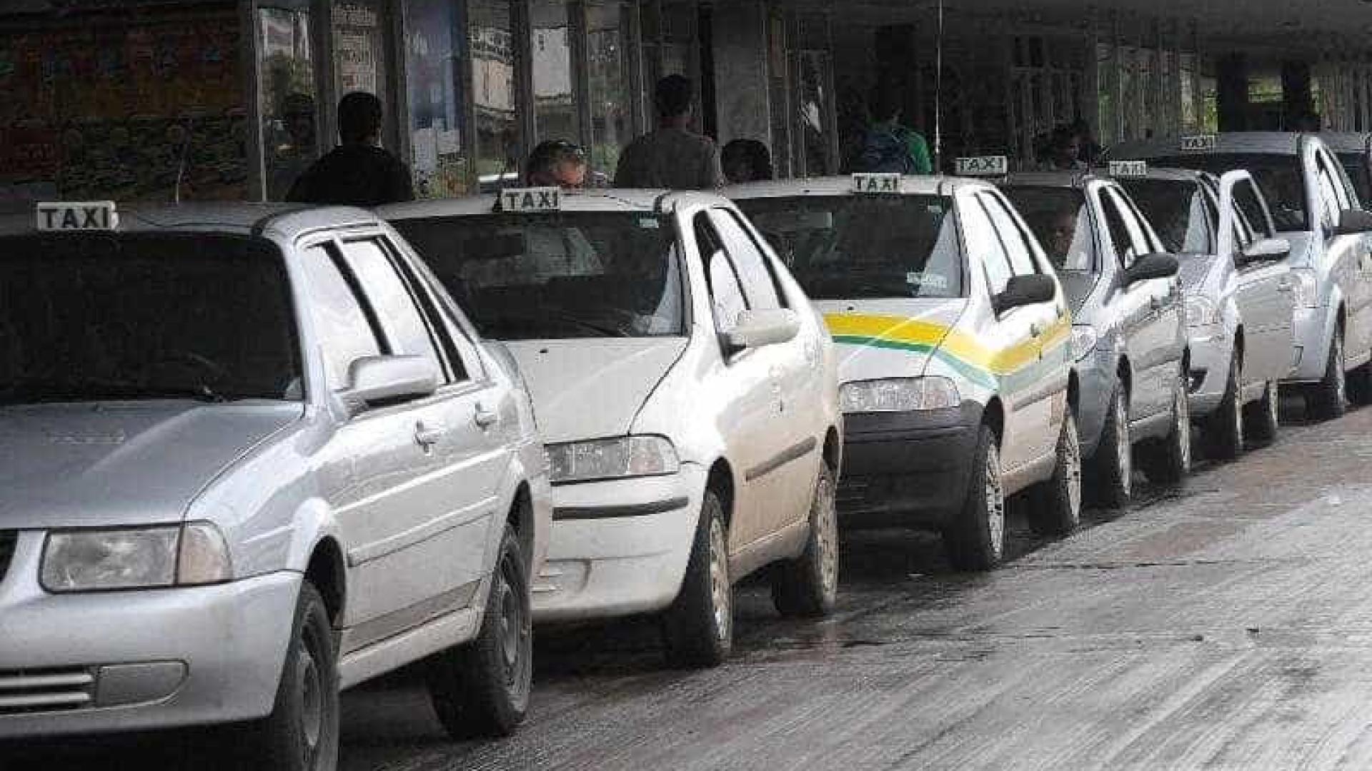 Bolsonaro veta auxílio para taxistas e libera para mães adolescentes