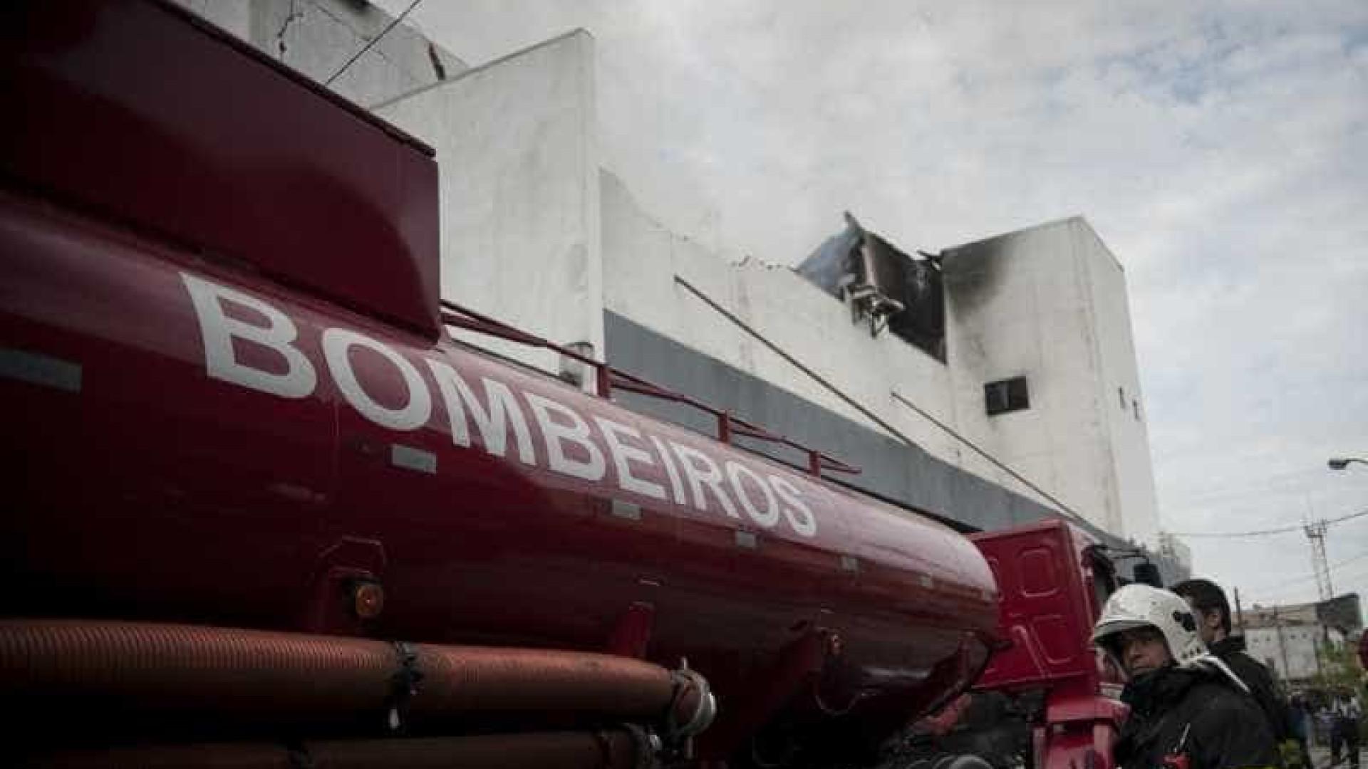 Morre 4º bombeiro que combateu incêndio em boate no Rio