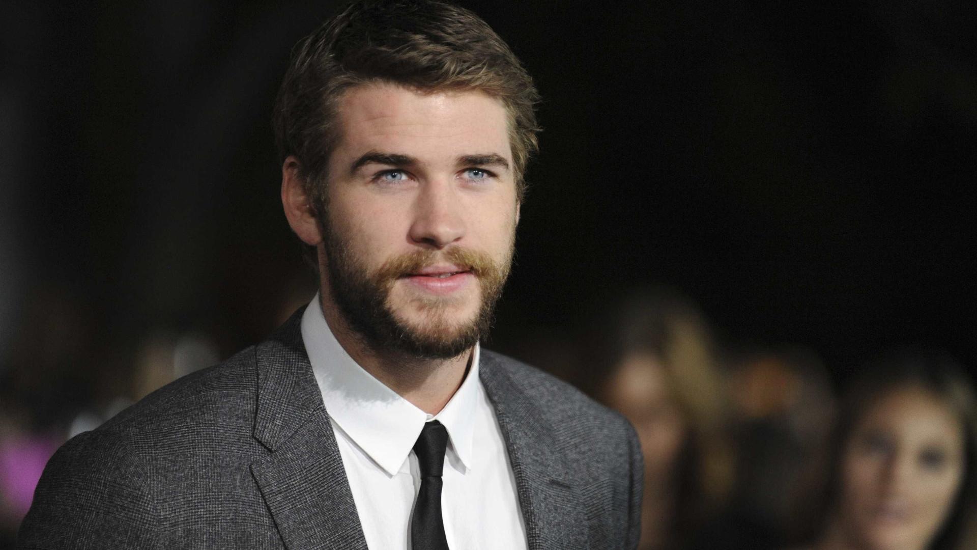 Liam Hemsworth ainda não superou separação de Miley Cyrus