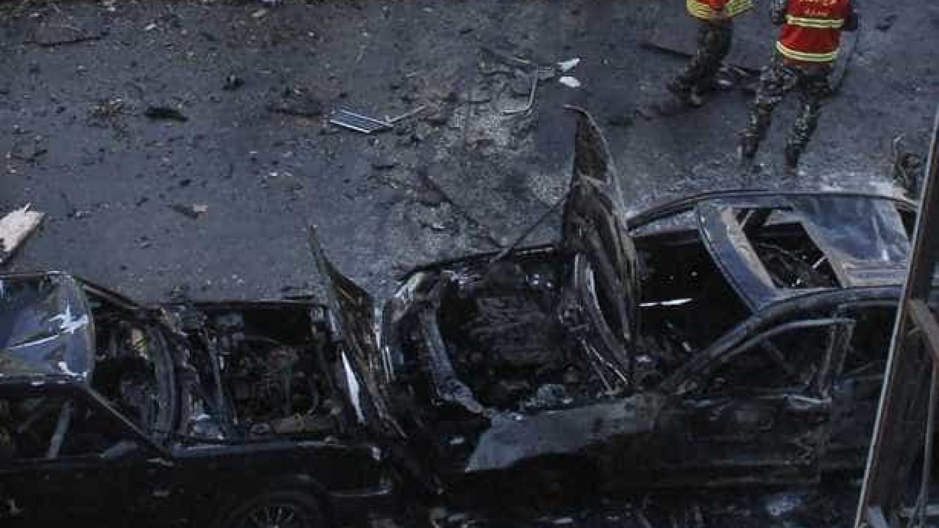 Explosão de carro-bomba na Síria deixa 17 mortos