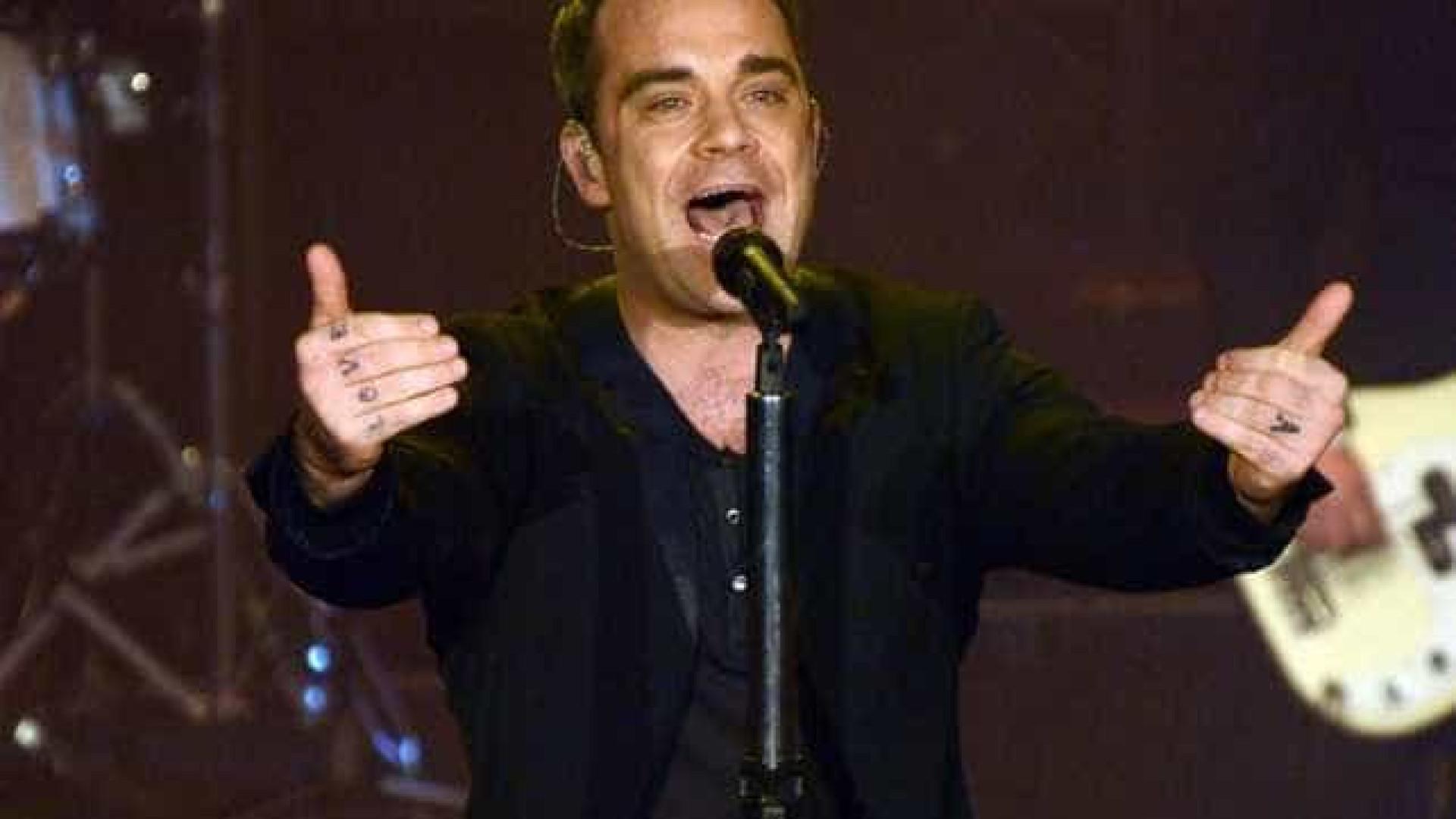 Robbie Williams e Ayda Field dão boas vindas a um menino