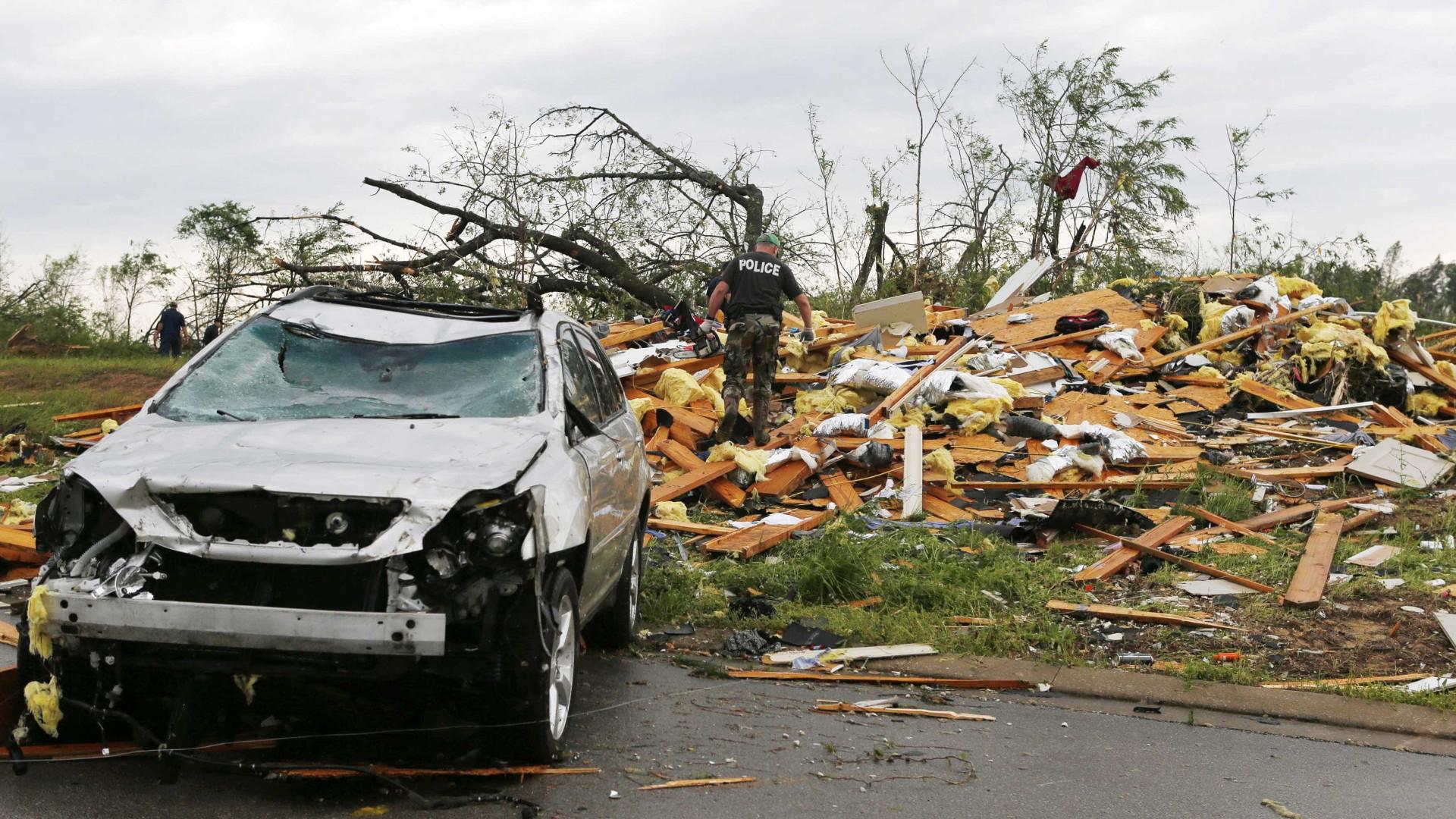 Tornado deixa três mortos e vários feridos nos EUA