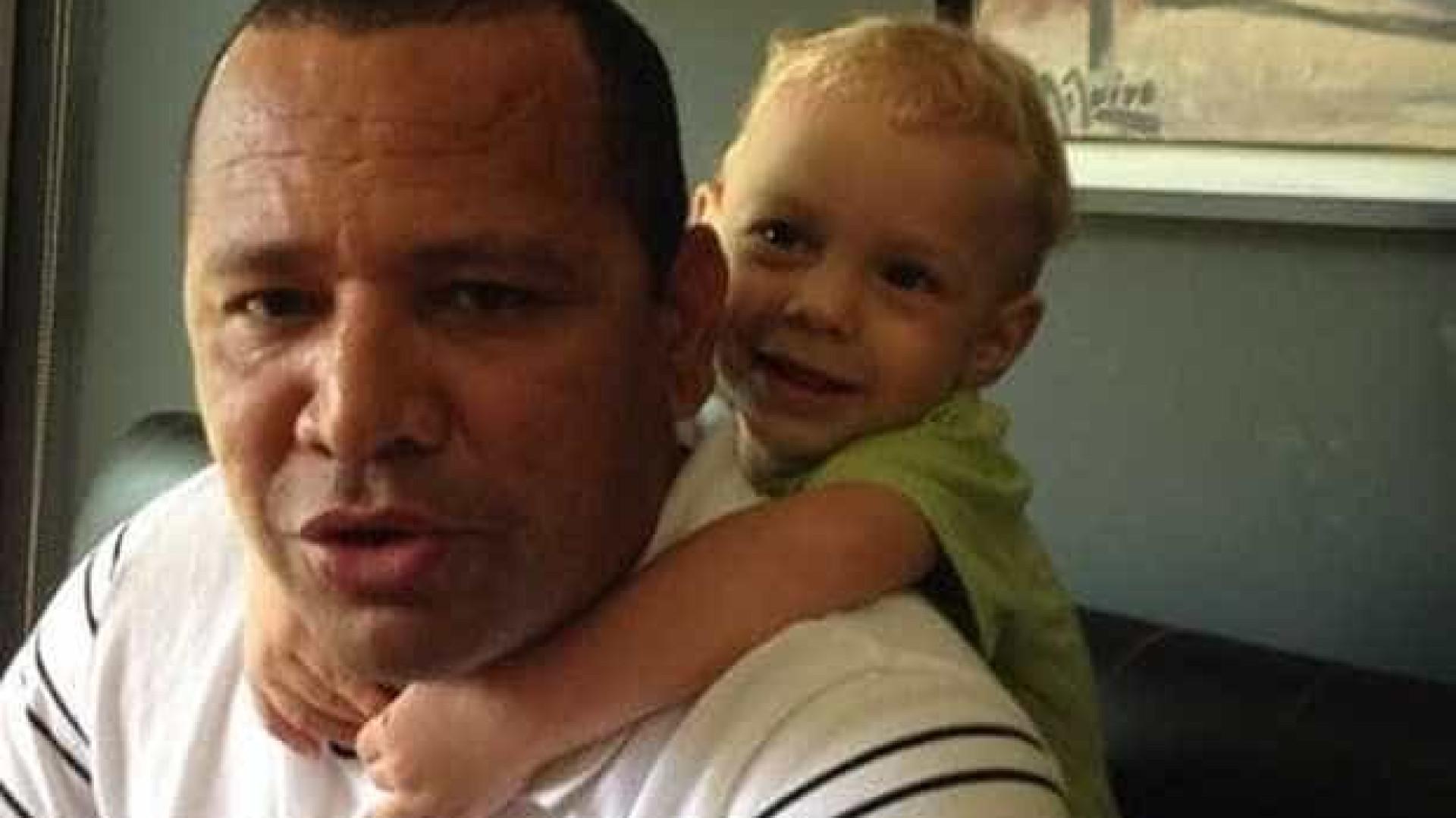 Neymar se declara para pai e filho nas redes sociais