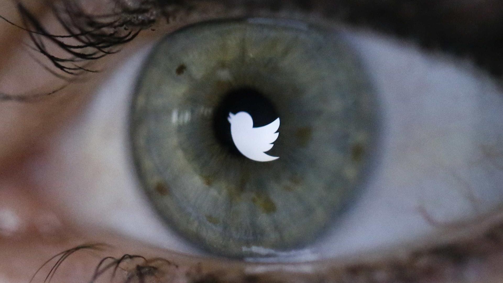 Twitter segue decisão do Facebook e bane negação do Holocausto