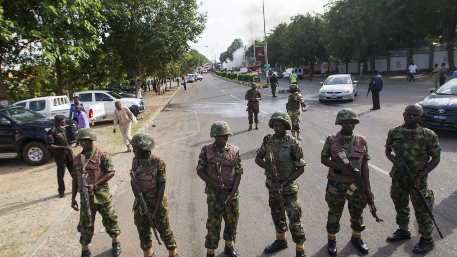Marinha nigeriana liberta dois russos e um indiano raptados por piratas