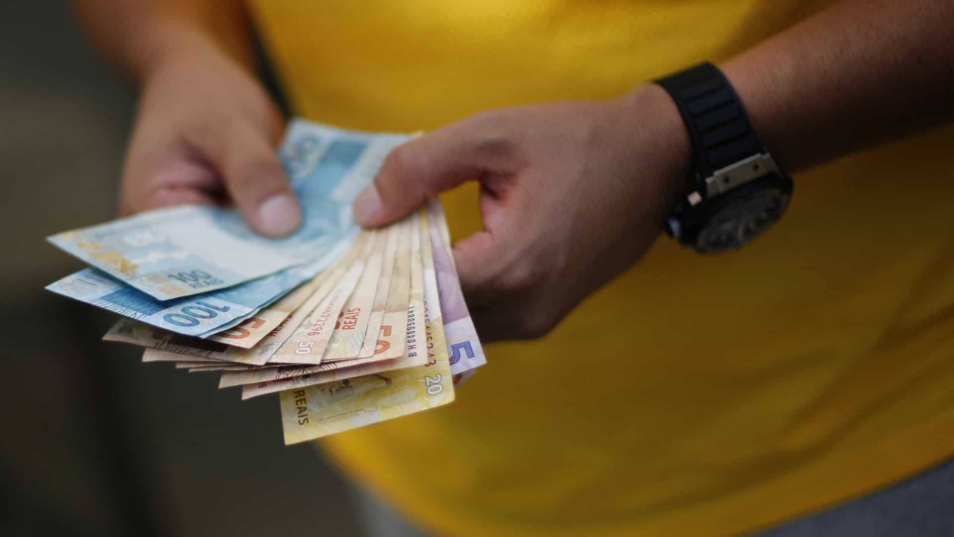 Banco Central estuda permitir saque de dinheiro em comércios