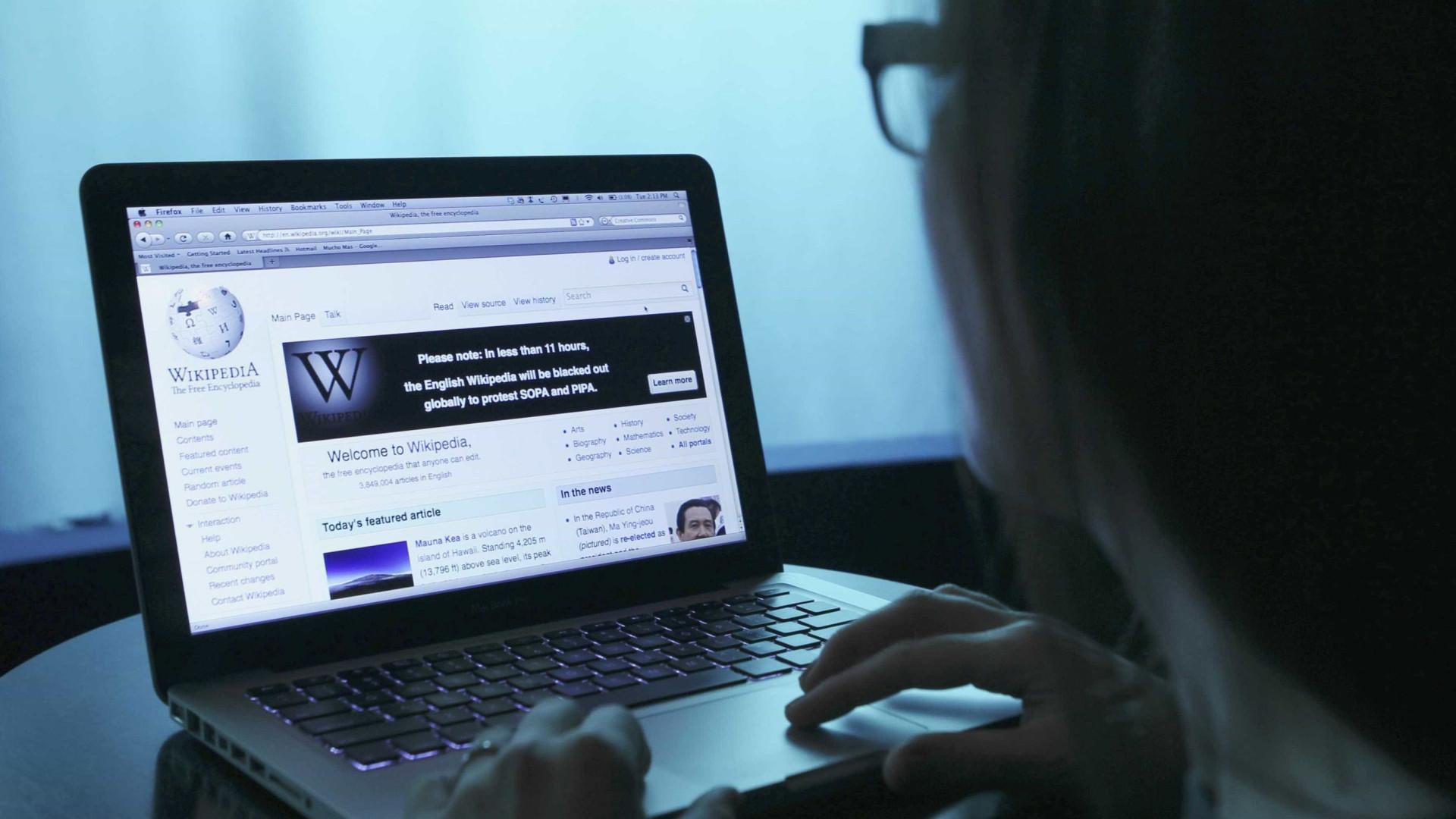 Wikipédia bloqueia acesso por protesto contra lei europeia