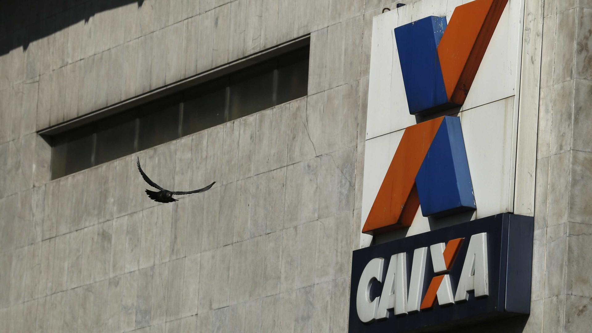 Bandidos 'explodem' agência da Caixa durante assalto em Ipanema