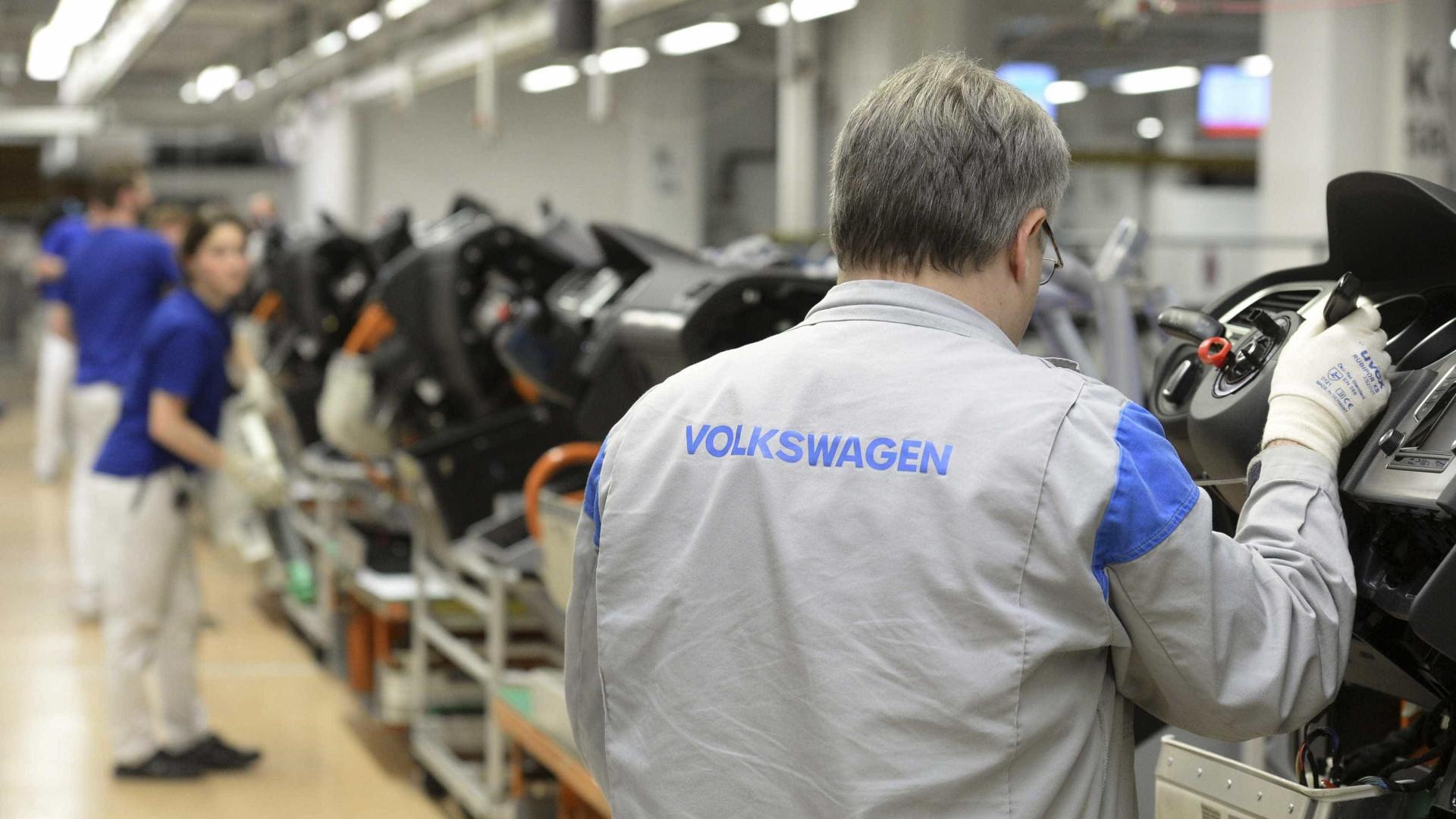 Volkswagen antecipa paralisação de fábricas no Brasil para o dia 23