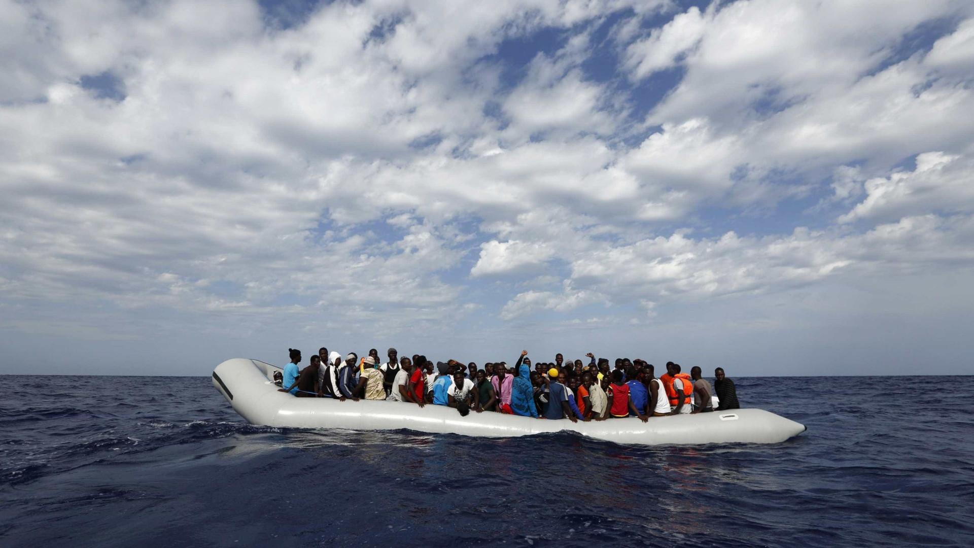 Quatro pessoas morrem e 30 desaparecem após naufrágio na Turquia
