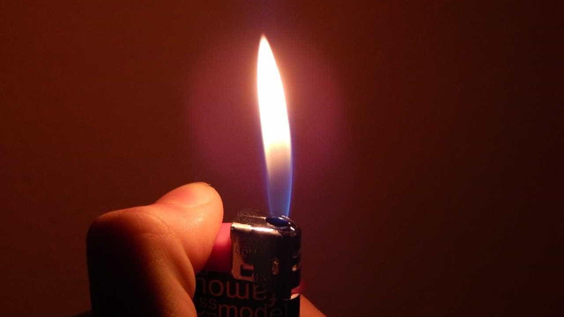 Vítima morre após companheiro atear fogo em seu corpo
