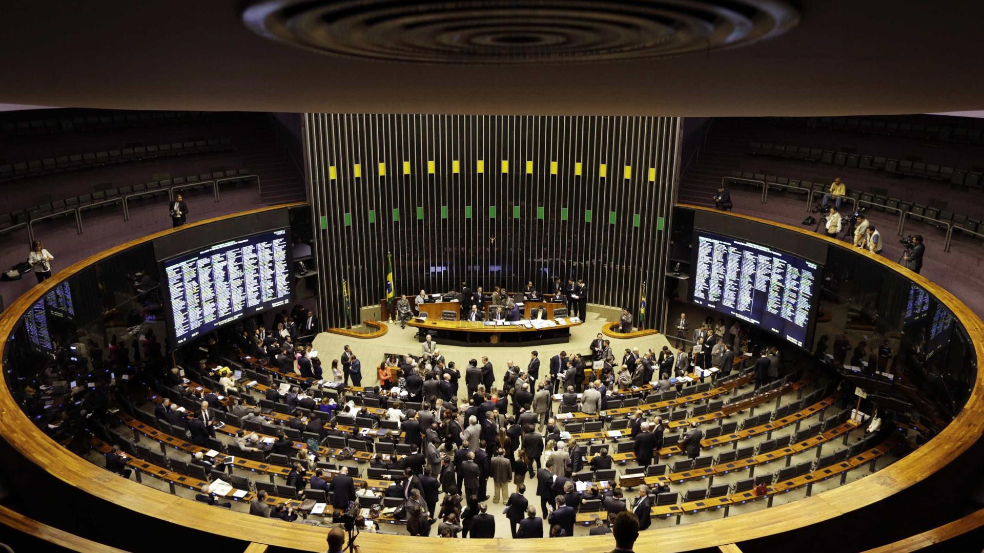 Pressionado no Congresso, governo avalia lotear cargos no 2º escalão