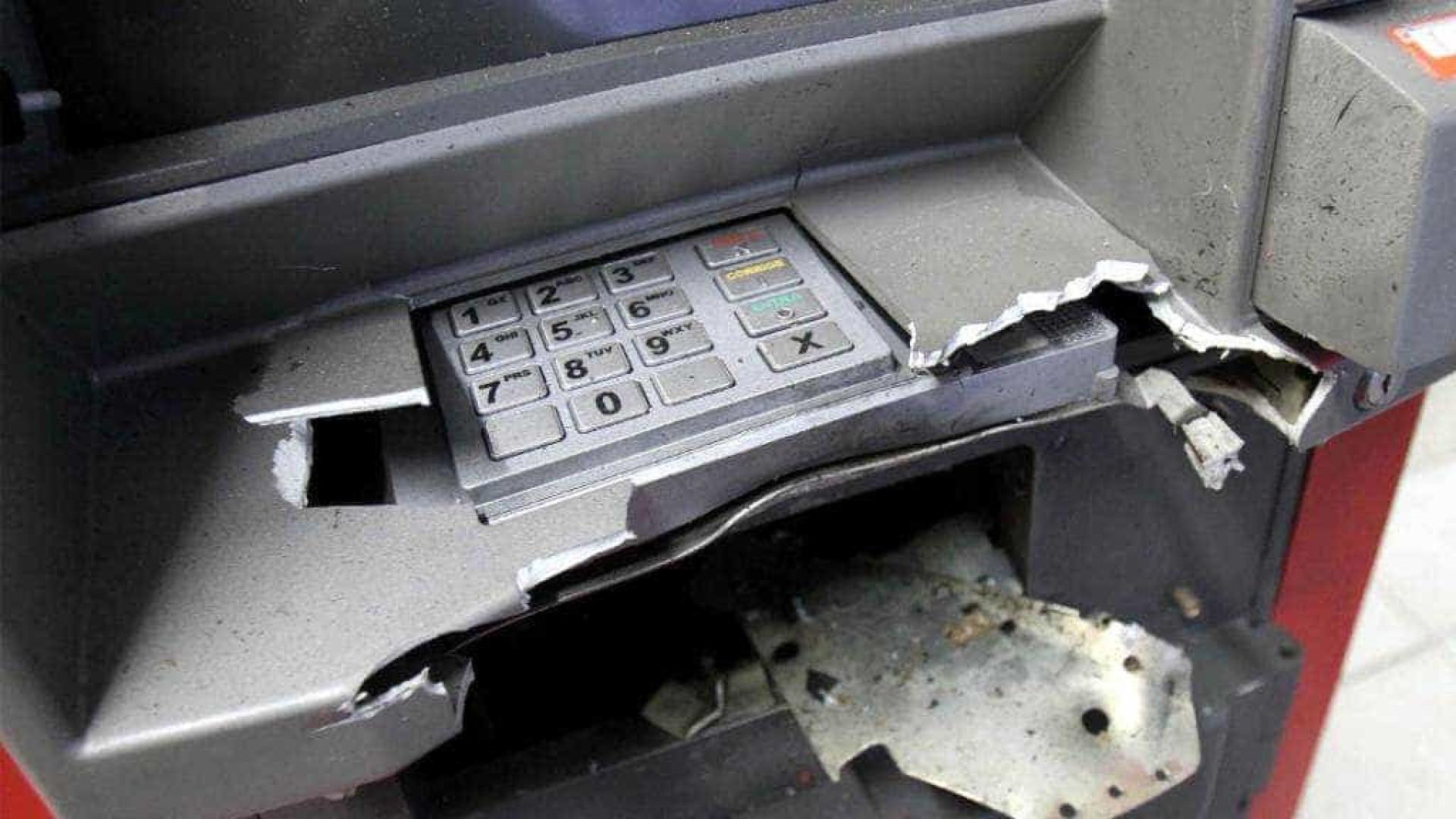 Polícia procura criminosos que explodiram agência bancária em Botucatu
