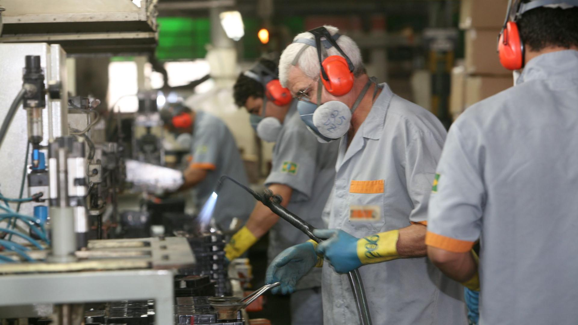 País em marcha lenta faz lucro das empresas diminuir 6% no 1º trimestre