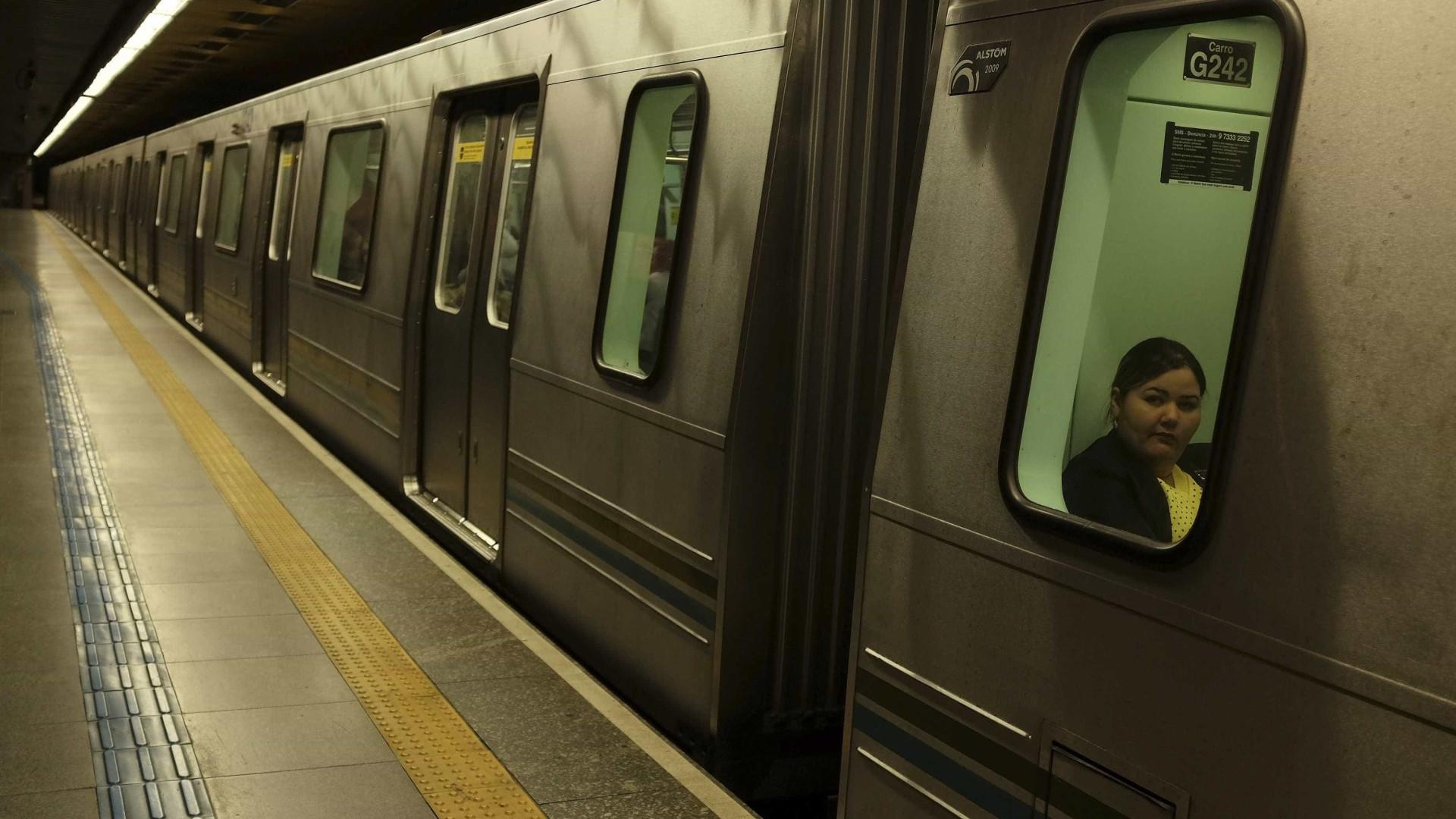 Homem é preso por filmar mulher de saia no metrô com celular escondido