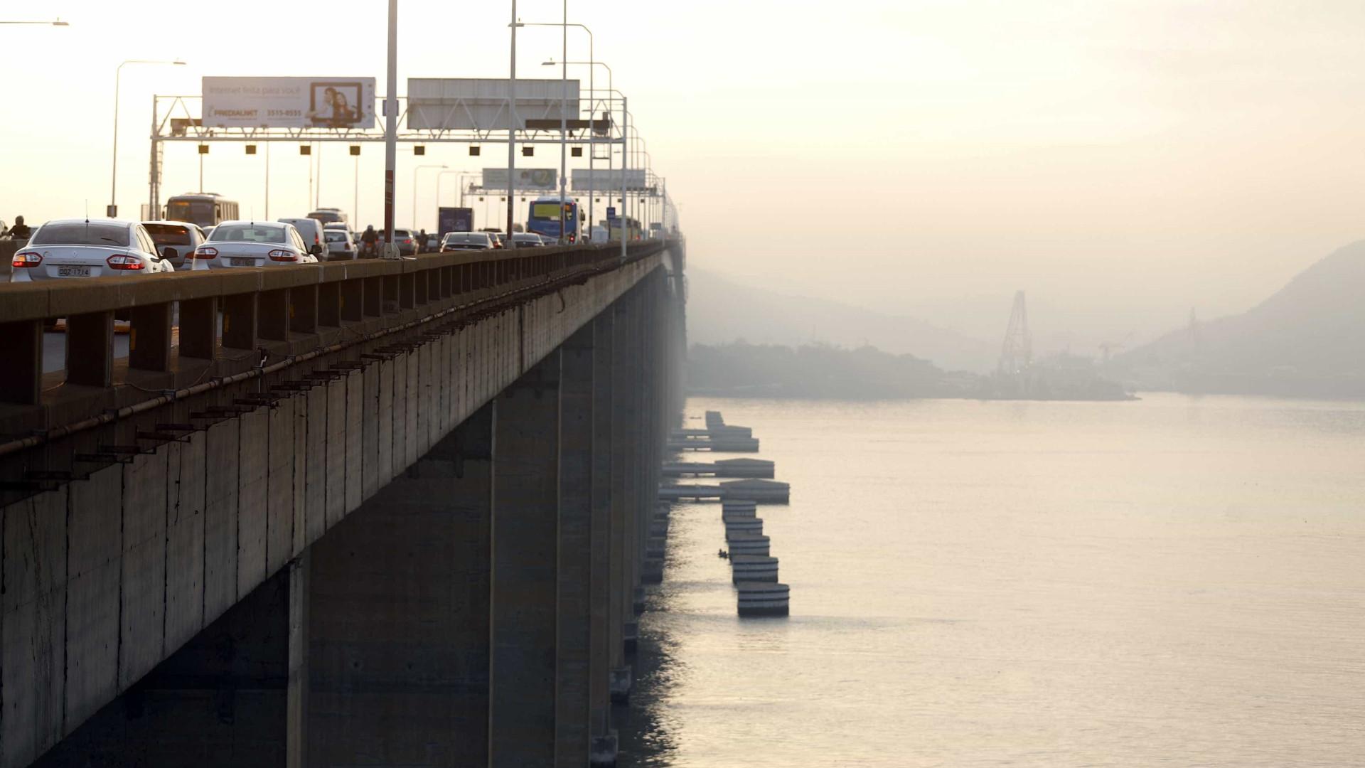 Dois são presos após tentativa de assalto a ônibus na Ponte Rio-Niterói