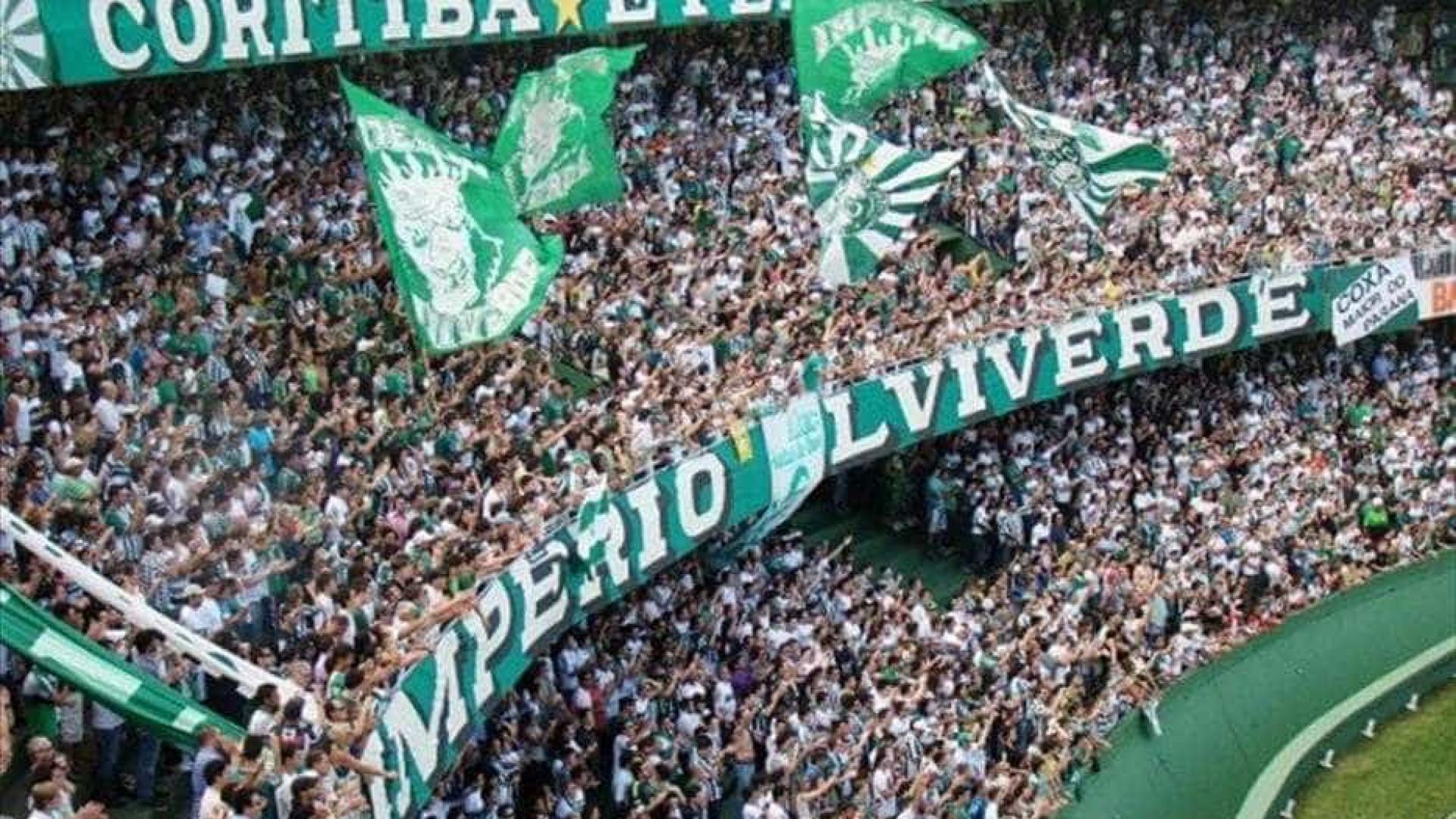 Palmeiras perde em casa e Coritiba dá passo para seguir na elite