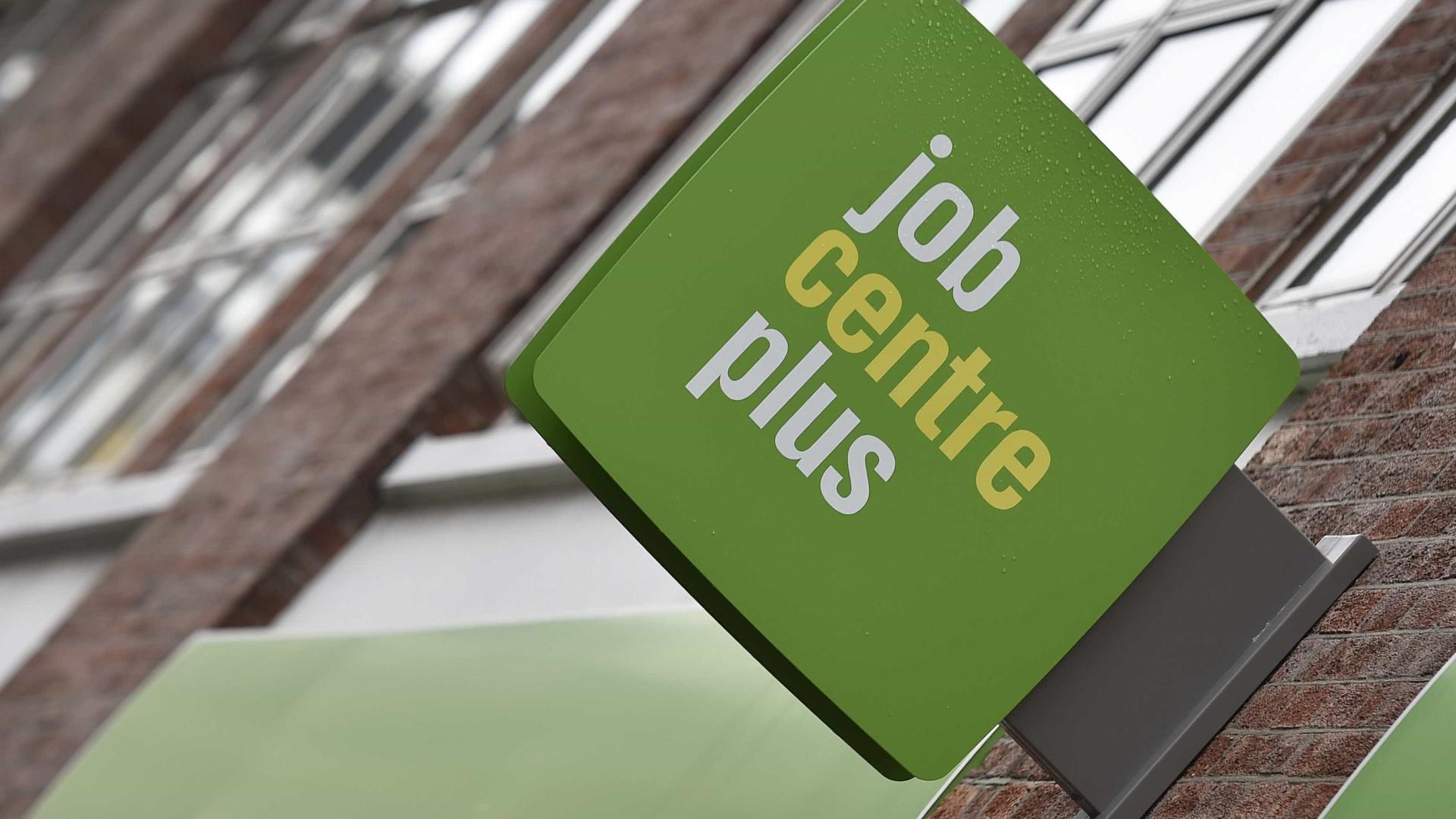 EUA registram 860 mil pedidos de auxílio-desemprego na semana