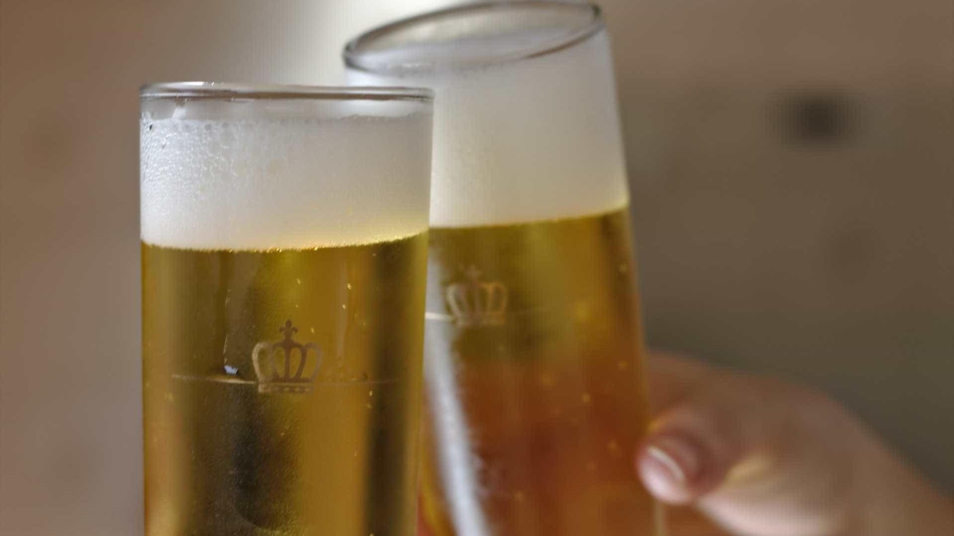 Determinado recolhimento de todos os produtos da cervejaria Backer
