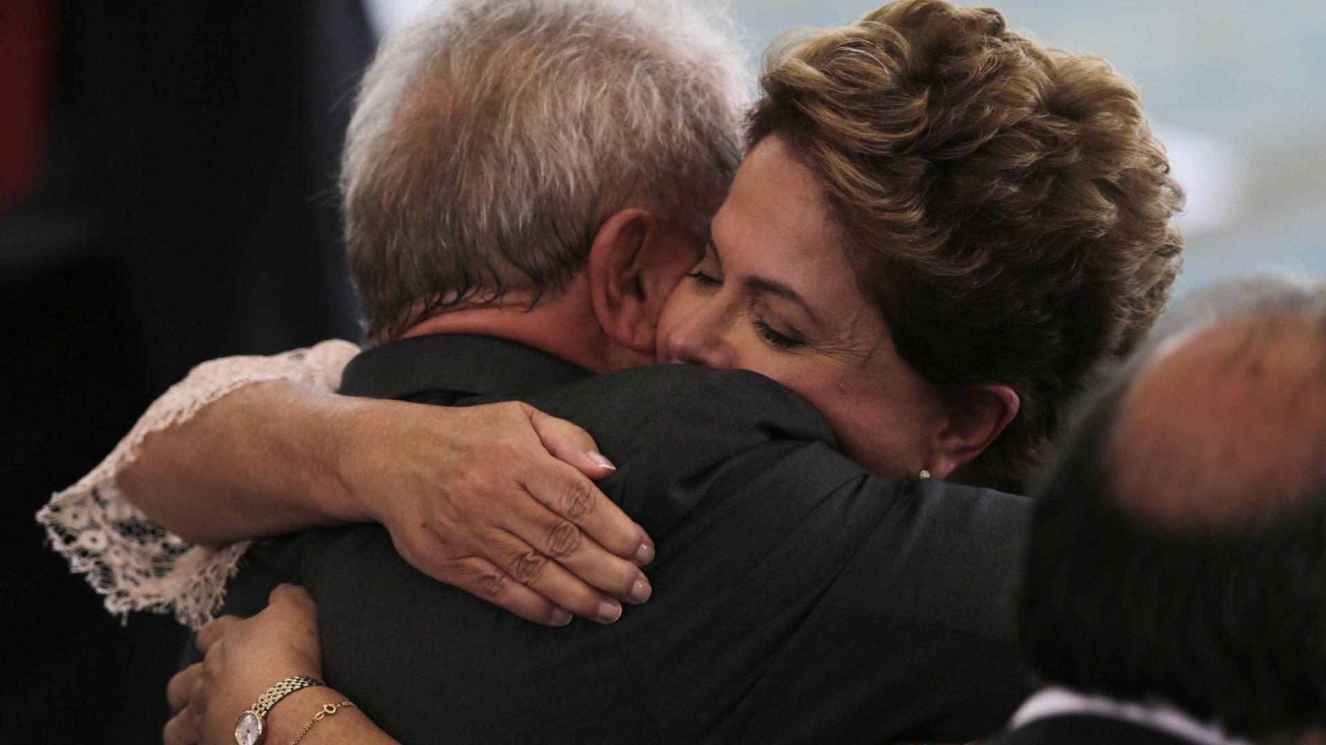 Lula e Dilma tentam conseguir últimos votos contra impeachment