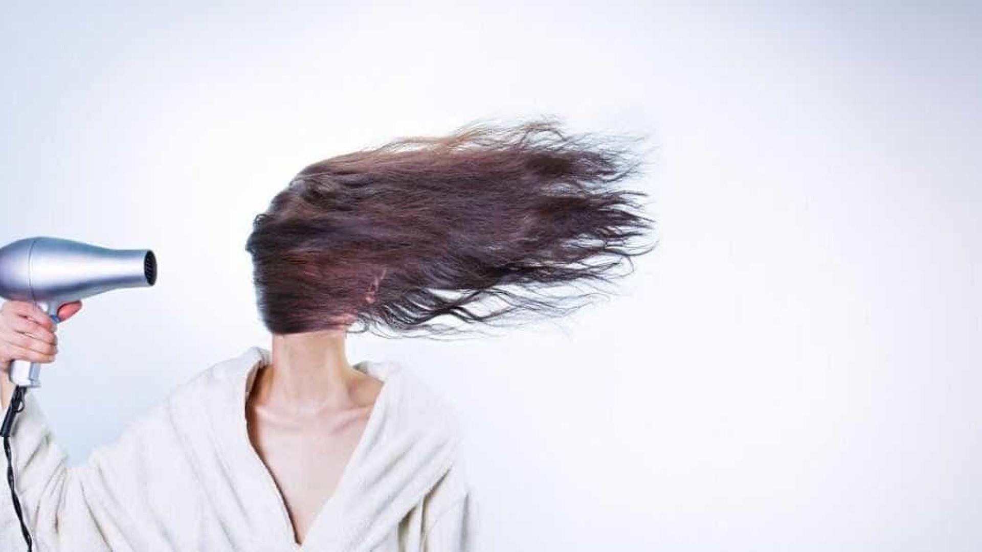 4 danos que promovem perda de proteínas no cabelo e enfraquecem os fios