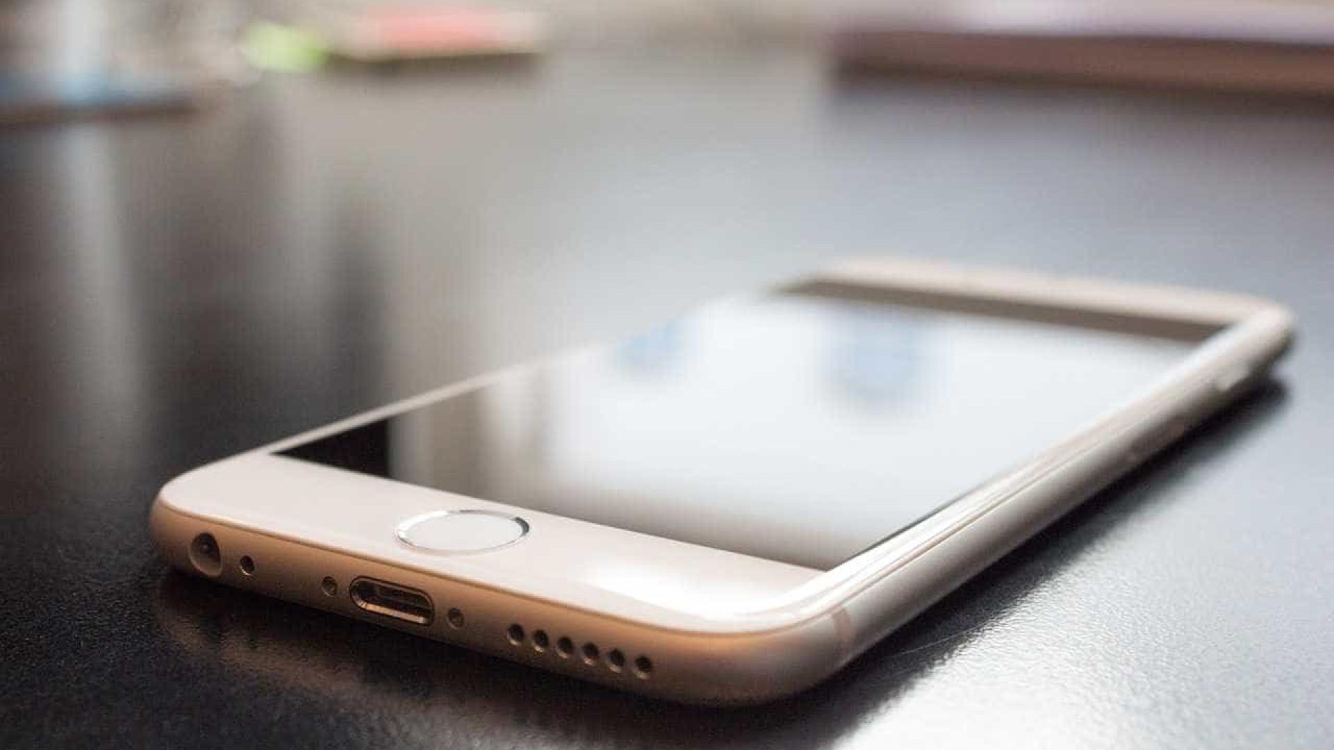 Criança de 4 anos usa 'Siri' para salvar a vida da mãe