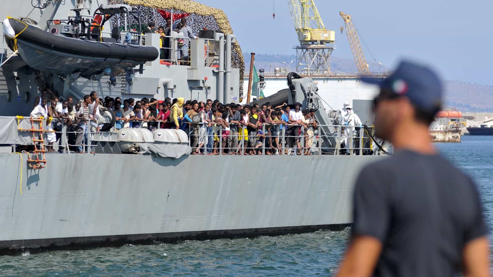 Itália autoriza desembarque de migrantes retidos em navio