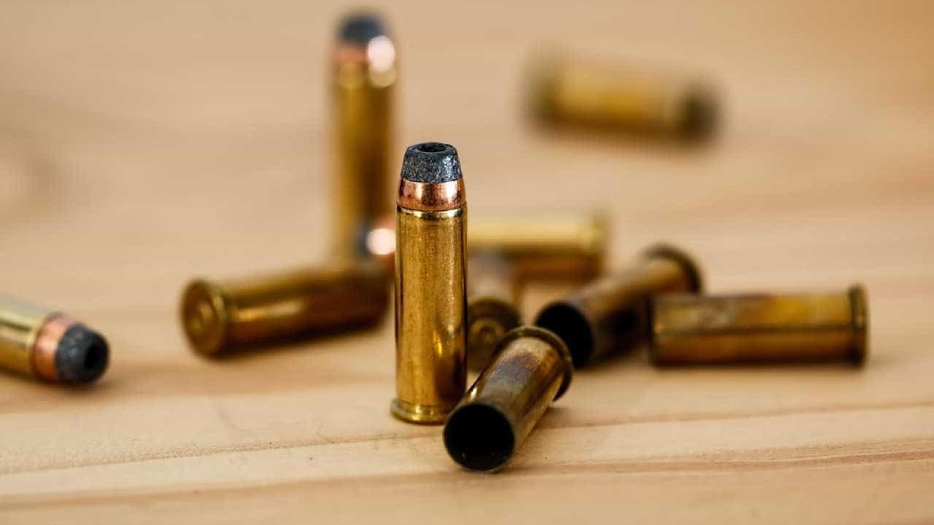 PRF encontra 1,5 mil munições em malas de casal no Paraná