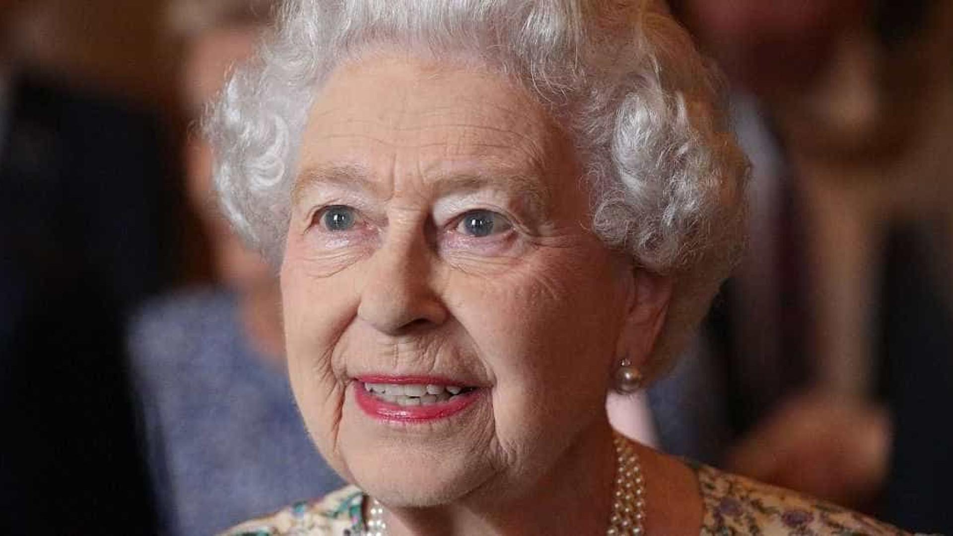 Rainha Elizabeth envia carta a alunos de escola pública do BR