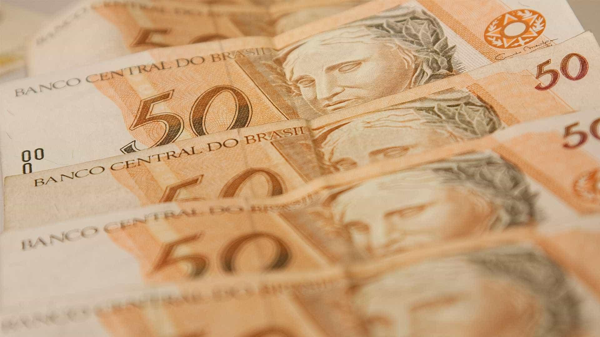 Salário de aposentado precoce que ainda trabalha cai até 80%