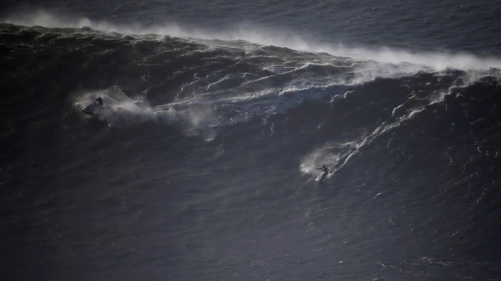 Surfista perde prancha no Havaí e a encontra anos depois nas Filipinas