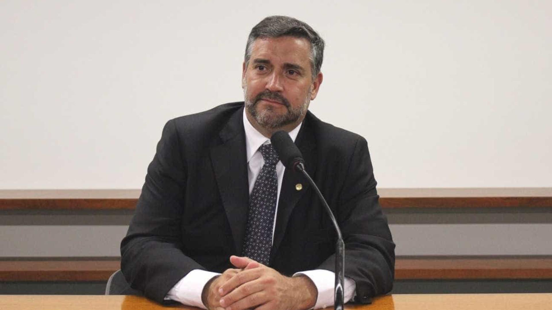 Ciro precisa de espírito democrático e menos vaidade, diz líder do PT