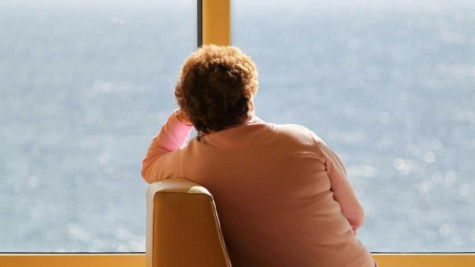 Idosa com demência é despejada de lar por receber visita da filha