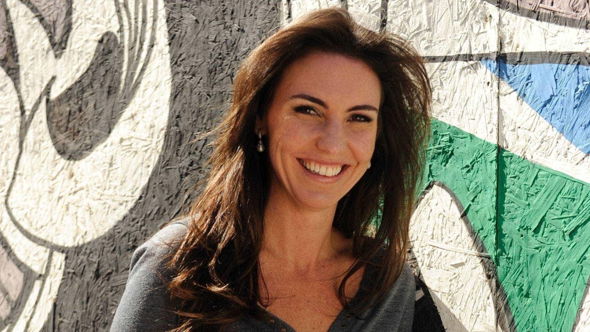 Glenda Kozlowski vai comandar novo reality de futebol no SBT