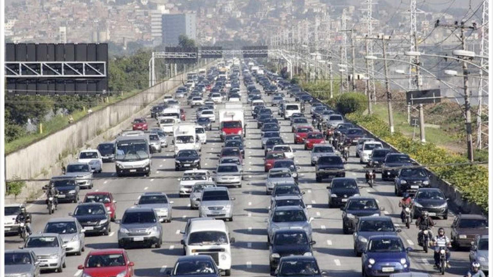 CCJ aprova 10 anos para fim da venda de carros a gasolina e diesel