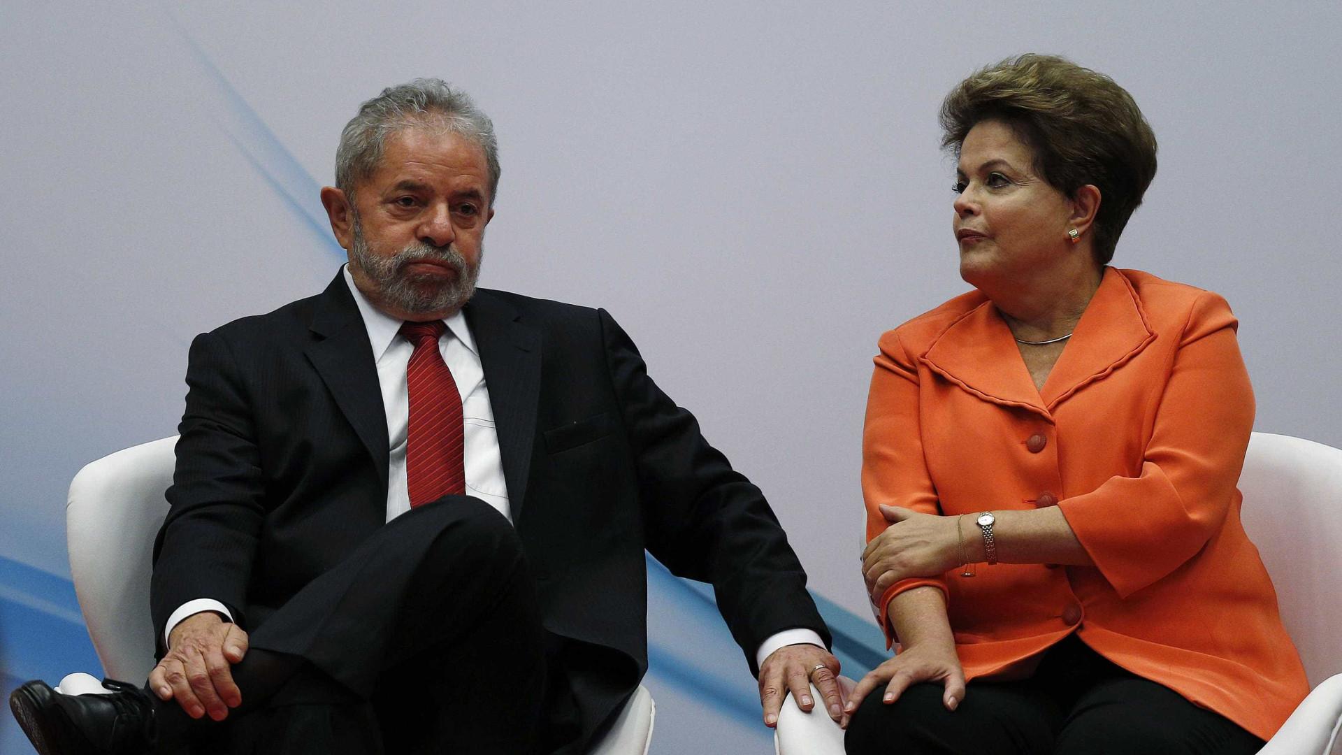 Em Buenos Aires, Dilma fala com Lula pelo telefone