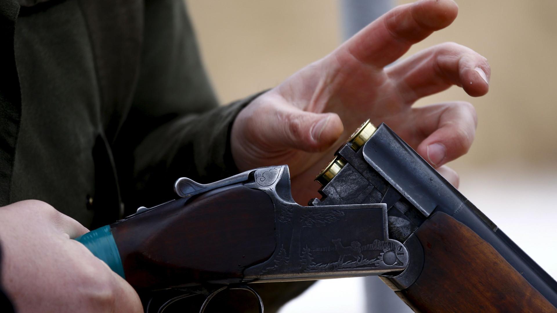 Armas de PMs vão à pericia para investigação de morte de Ágatha