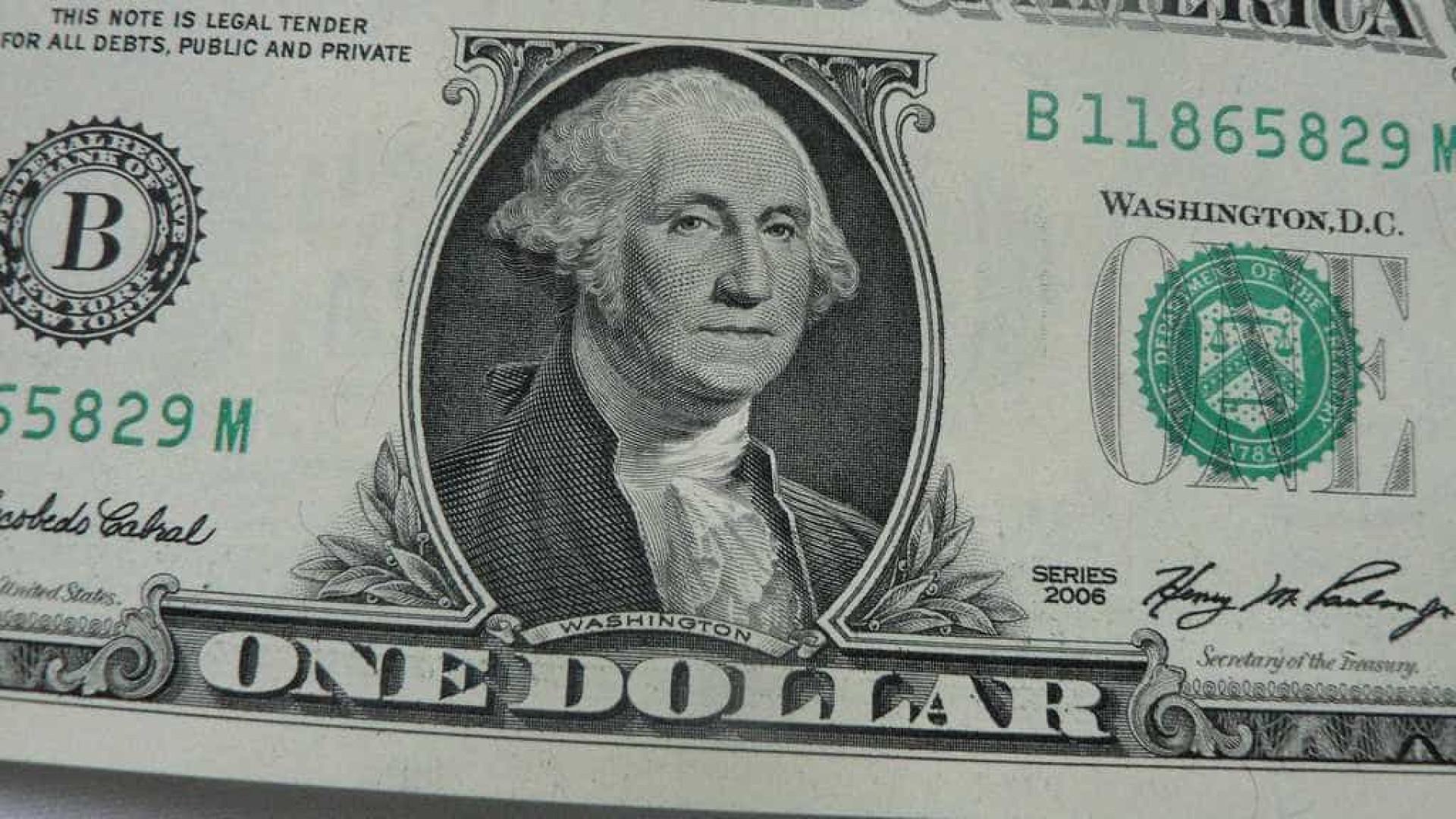 Bolsa dispara e dólar tem forte queda com possível vacina