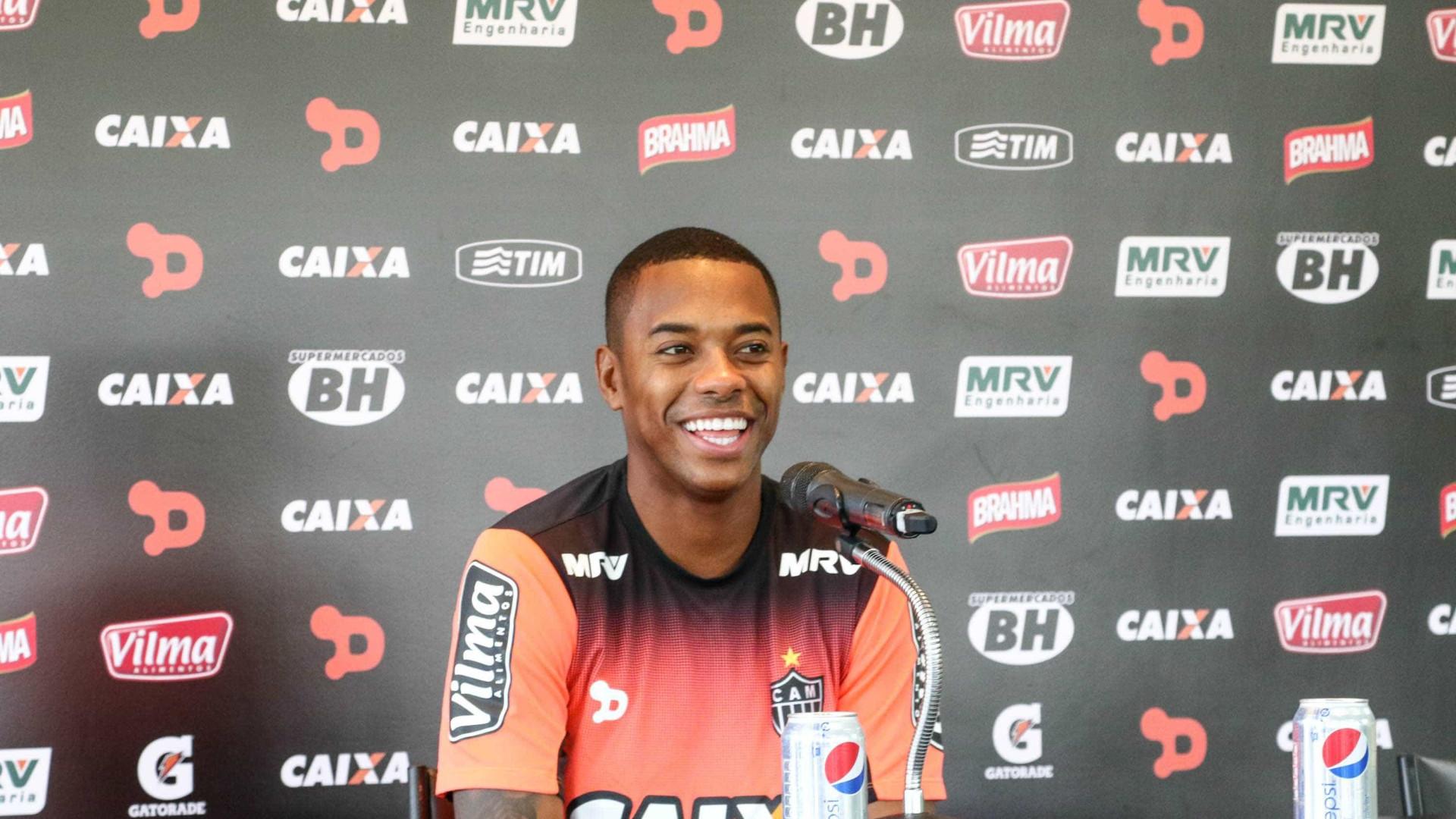 Em ótima fase no Atlético, Robinho se diz motivado para pegar Cruzeiro