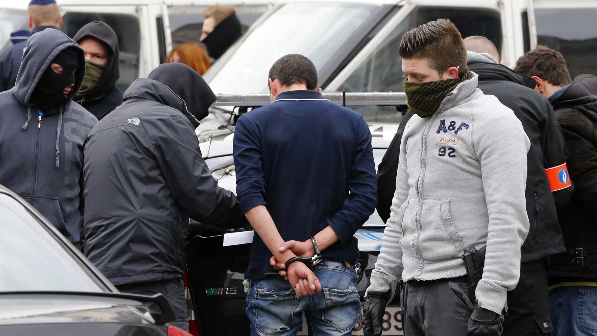 Polícia belga prende 140 manifestantes em dois protestos