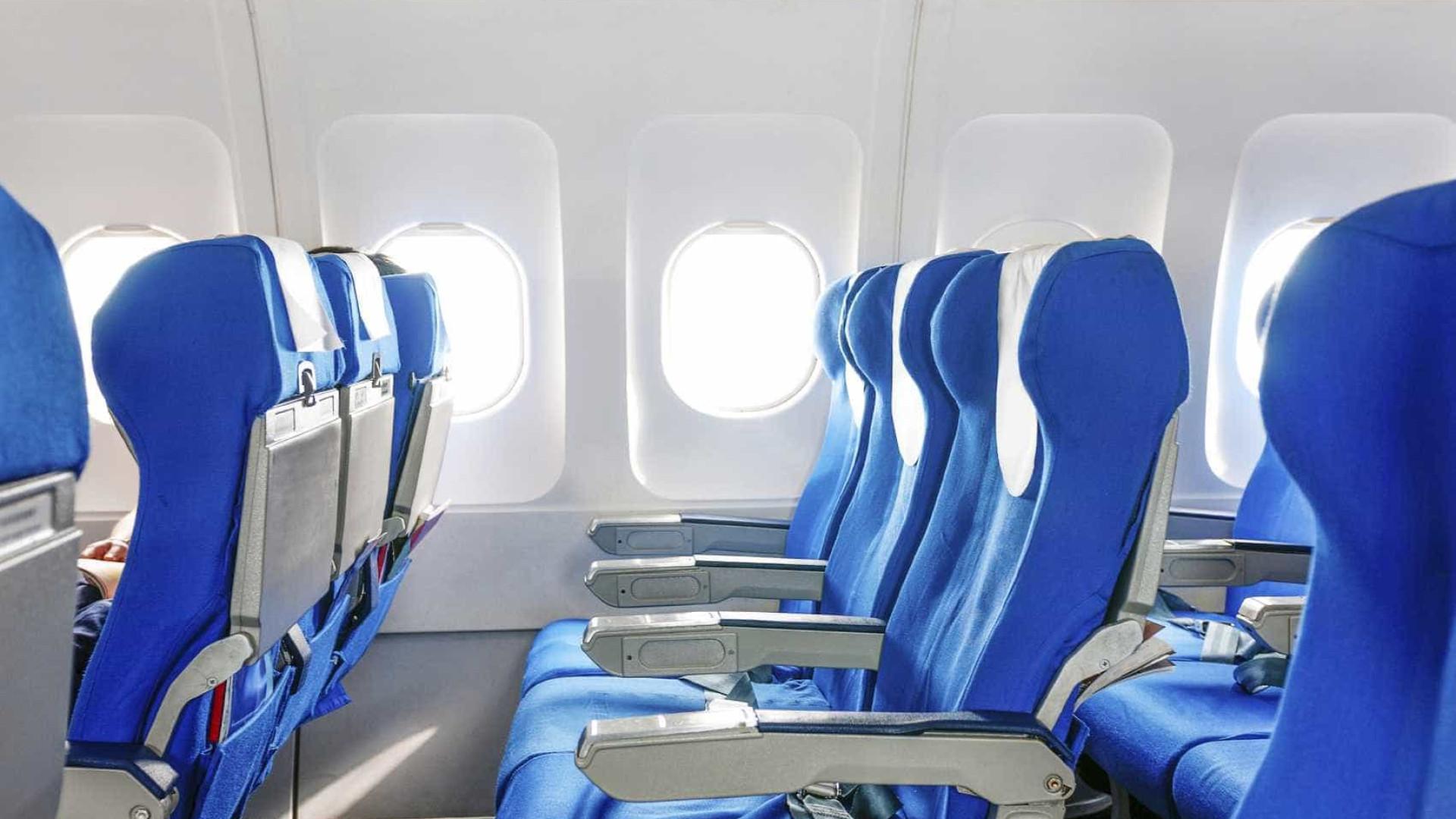 Mulher infectada com Covid contagiou 15 pessoas em voo
