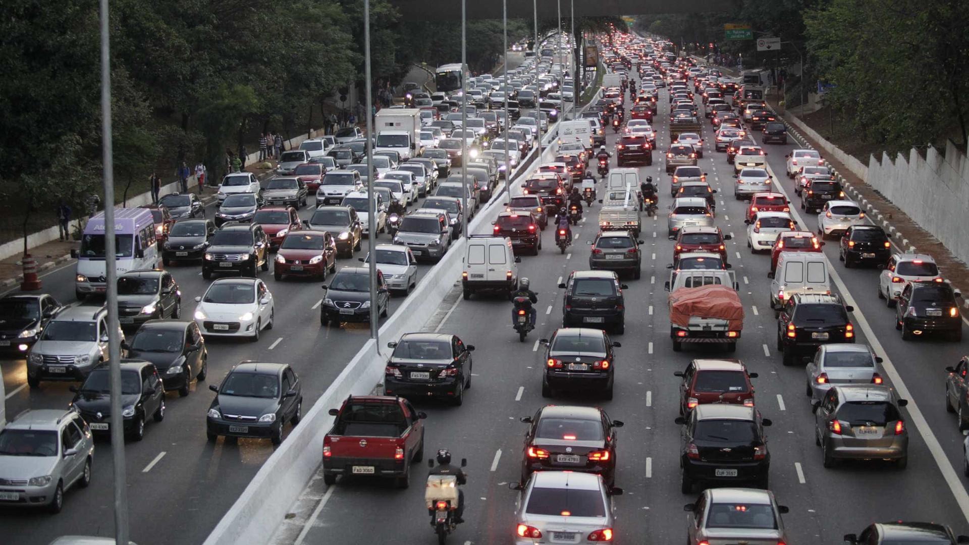Veja os melhores horários e vias para pegar estrada em SP neste feriado