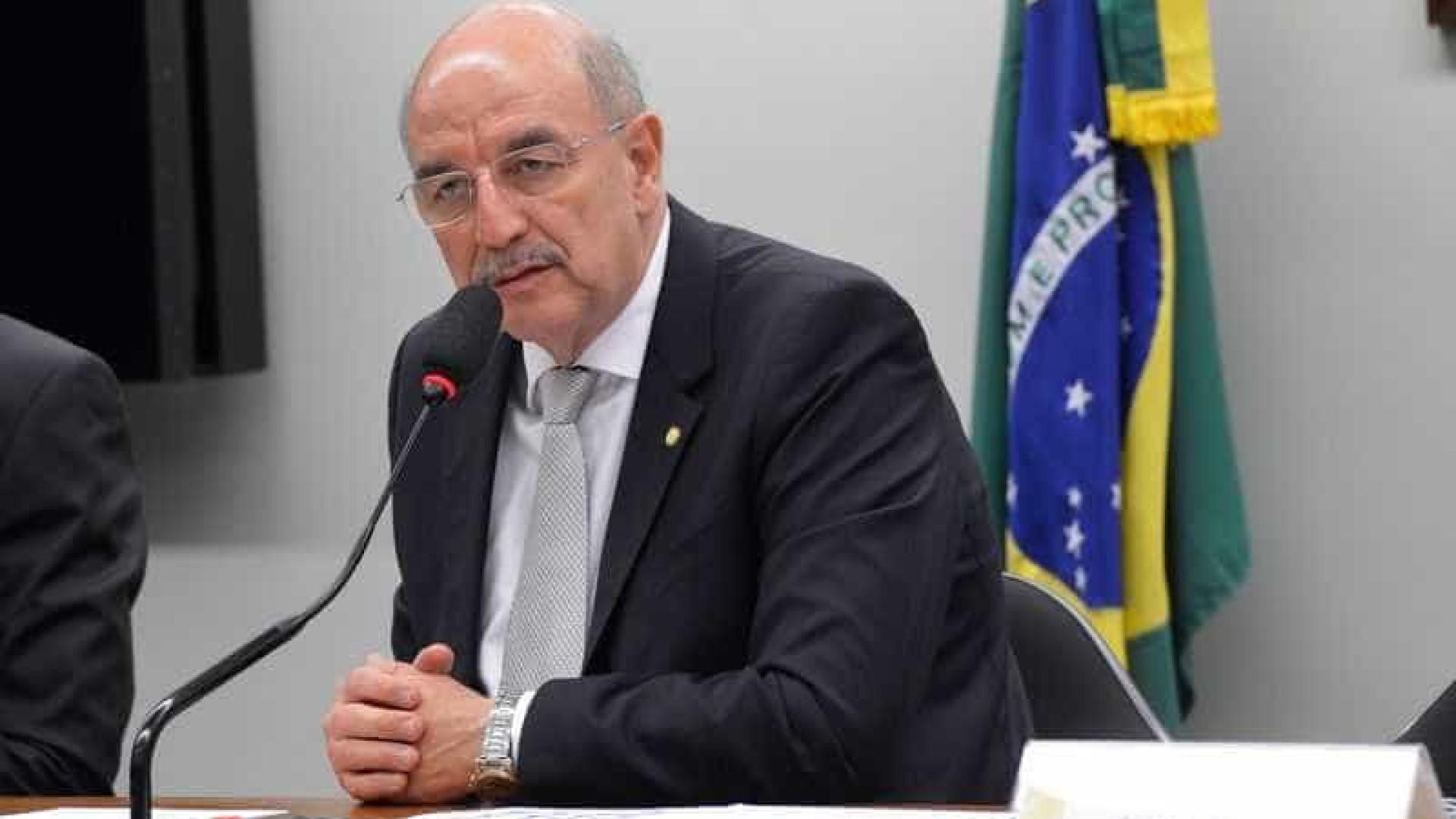 Osmar Terra é internado com covid-19 em Porto Alegre