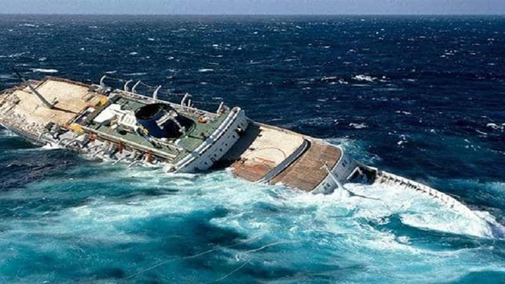 Argentina metralha afunda pesqueiro chinês que avançou em suas águas