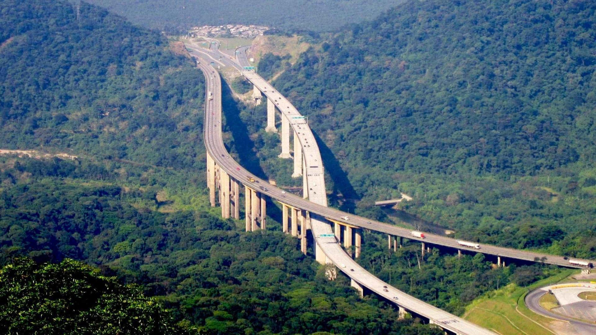 Homem morre após ser arremessado de  ponte na rodovia dos Imigrantes