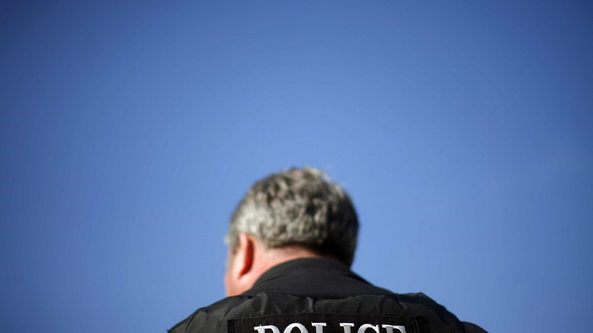 Homem alcoolizado e drogado pediu direções à polícia. Acabou na cadeia