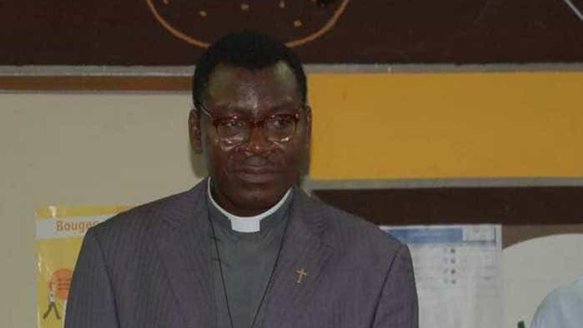 Padre é preso após estuprar idosa de  70 anos na França