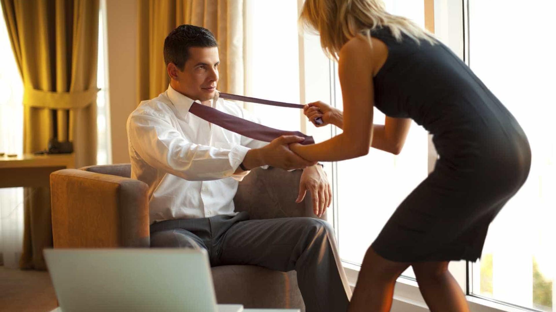 Estudo revela quais as profissionais  mais propensas a trair