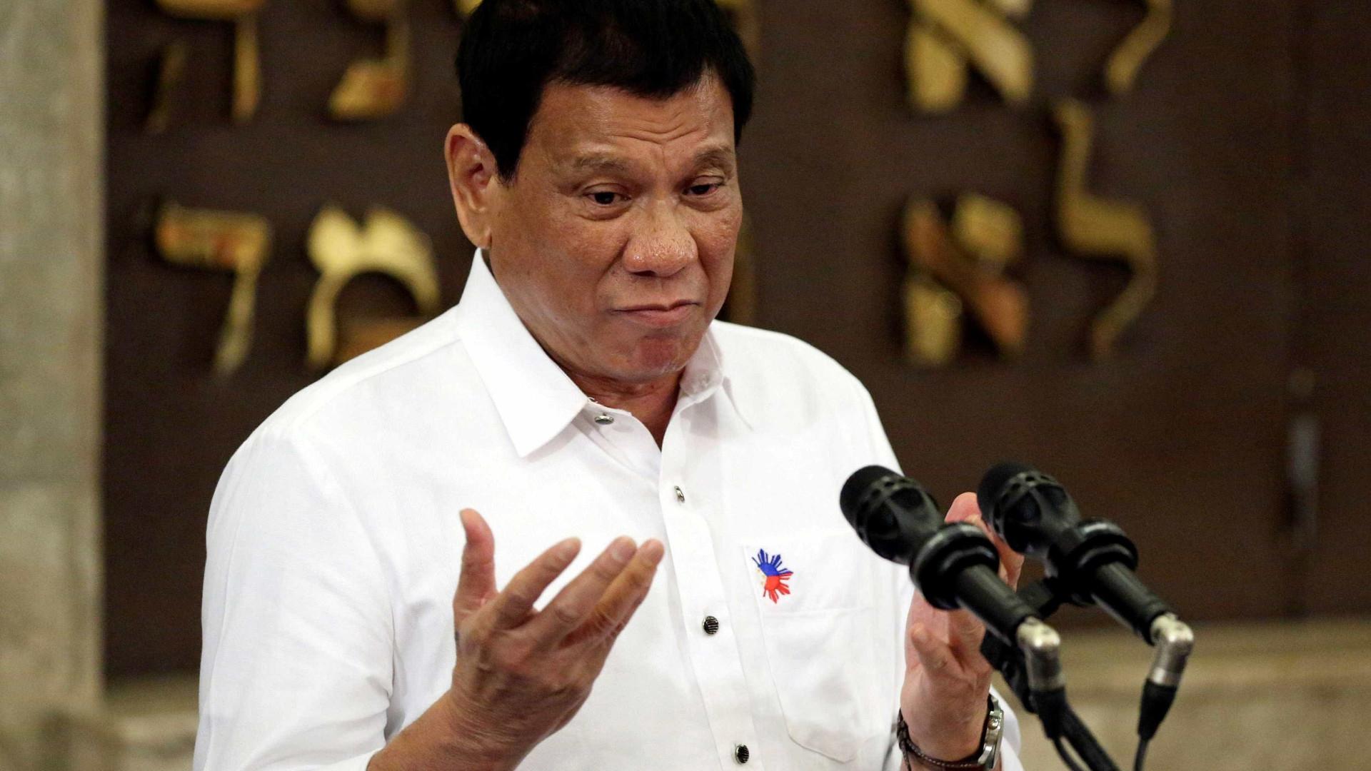 Presidente das Filipinas pede aumento salarial: 'Tenho 2 esposas'